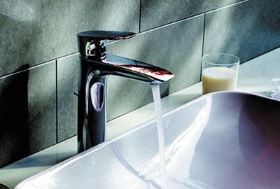 Vòi lavabo rửa mặt TOTO