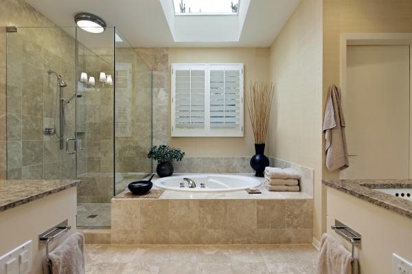 phòng tắm đơn giản có bồn tắm