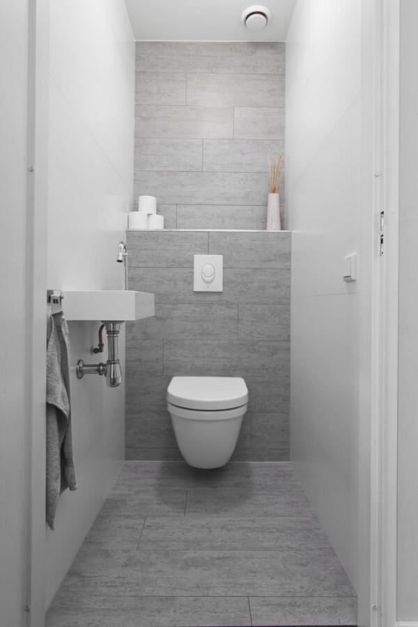 Không nên đặt quạt điện trong nhà vệ sinh