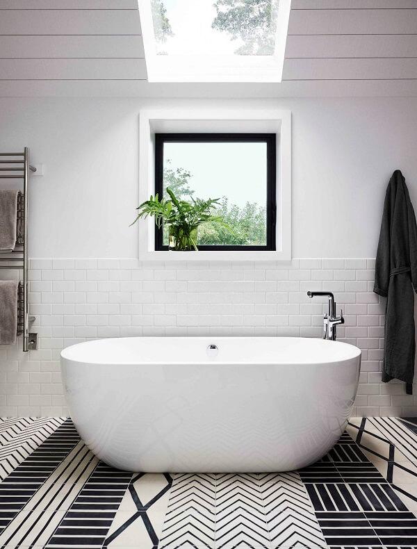 cách bố trí phòng vệ sinh có cửa sổ hợp phong thuỷ